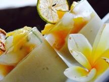Le Gâteau au fromage, curcuma, mangues et gingembre frais